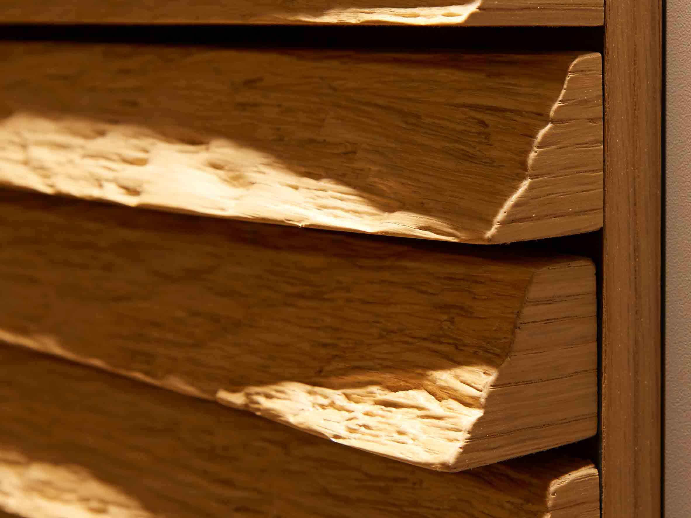 Holz in Form - strukturovaná hrana